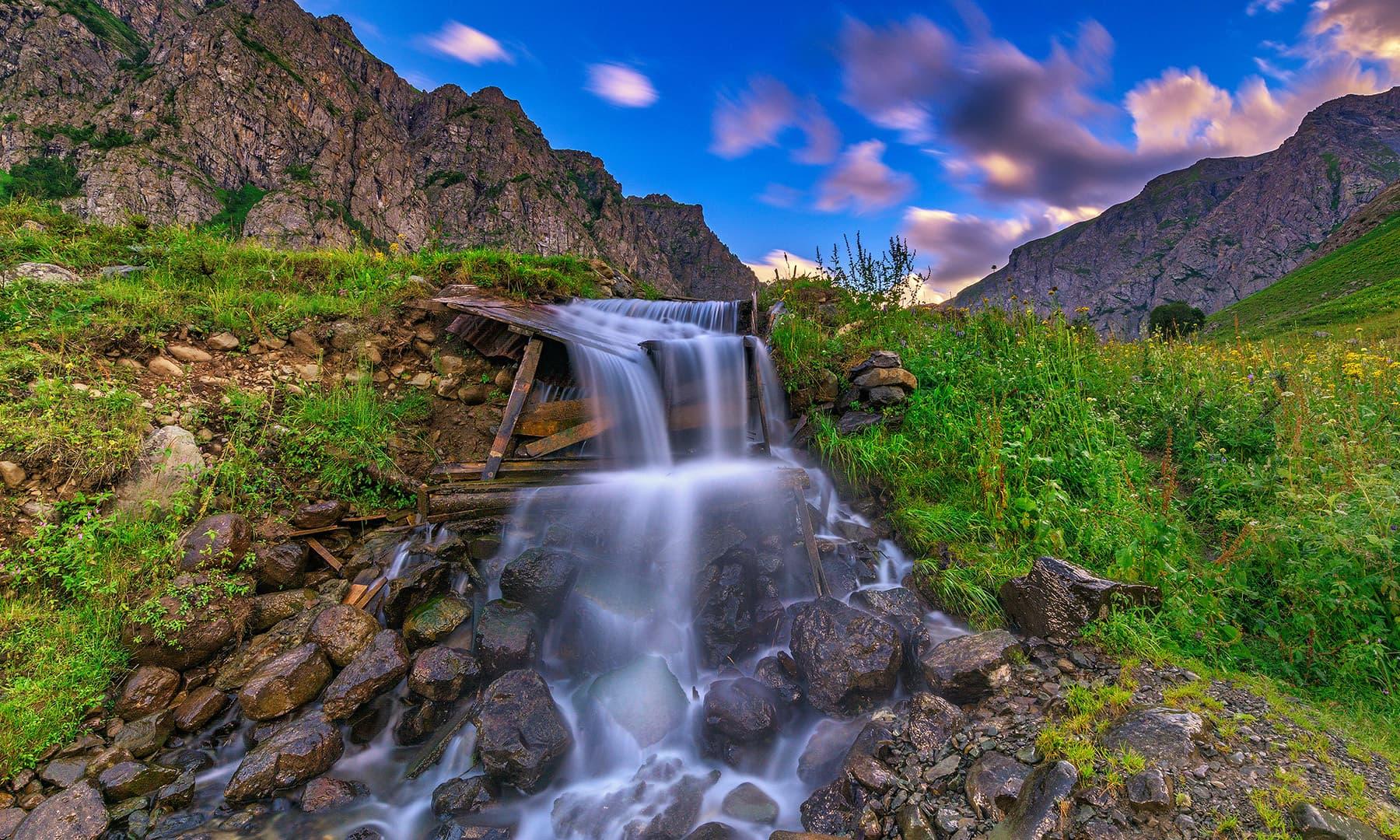 ڈومیل میں آبشار