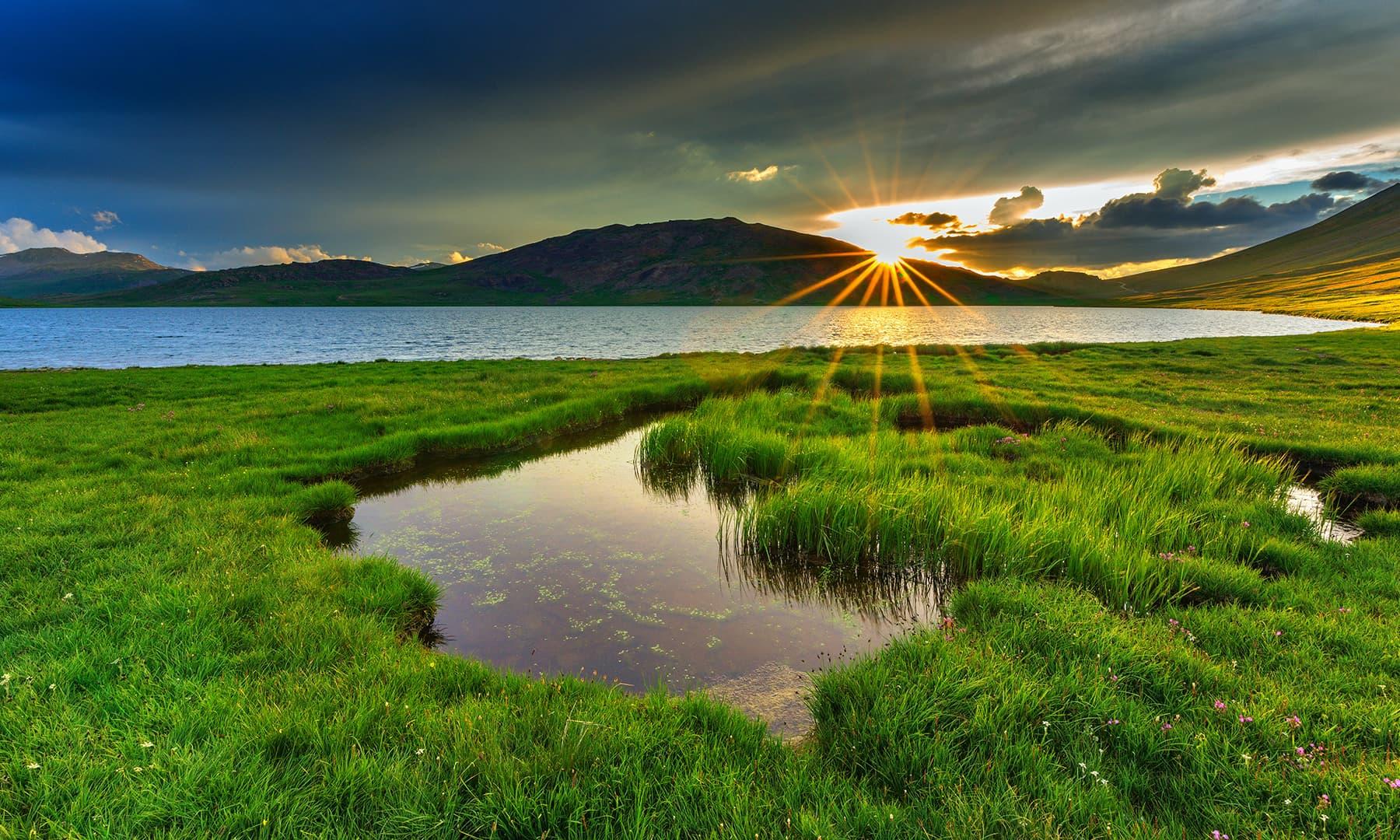 شیوسر جھیل اور غروب آفتاب