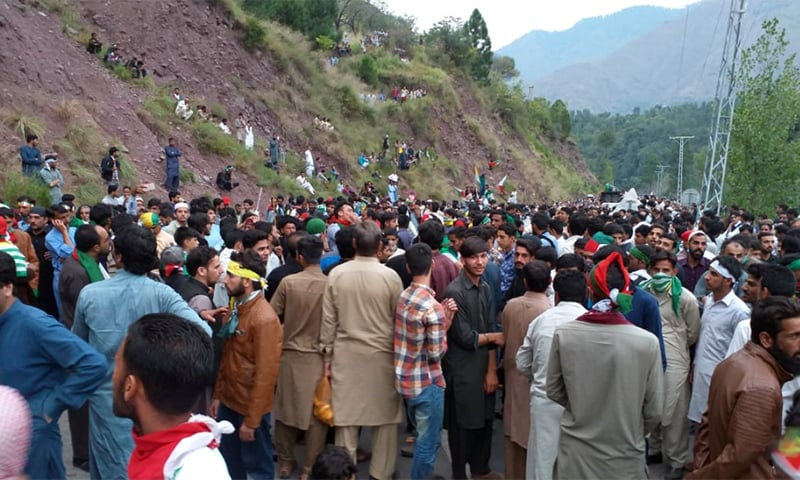 JKLF protest bound for Chakothi village near LoC stopped by containers