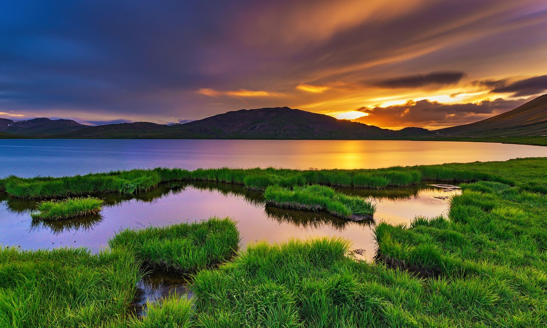 شیوسر جھیل کو الوداع کہتا سورج