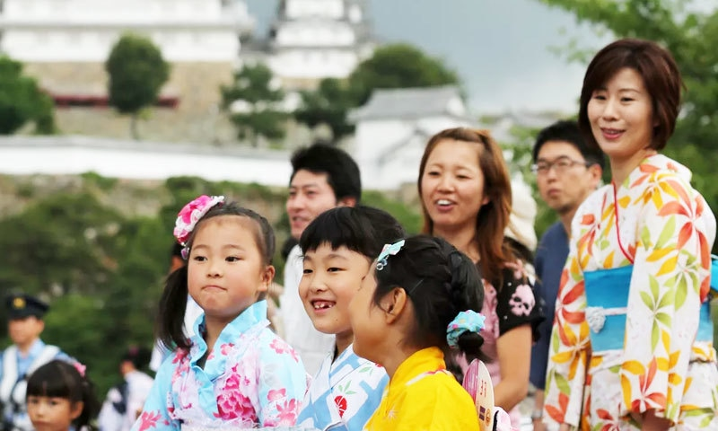 رپورٹ کے مطابق جاپان میں شرح پیدائش مسلسل کم ہو رہی ہے — فوٹو: اے ایف پی