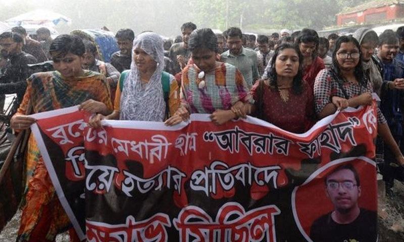 ڈھاکا سمیت مختلف شہروں میں طلبہ نے احتجاج کیا—فوٹو:اے ایف پی