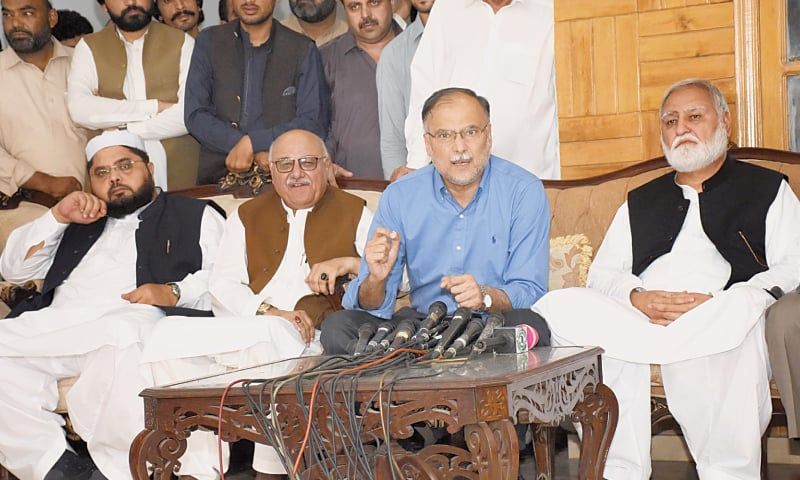 ISLAMABAD: Senior leader of Pakistan Muslim League-Nawaz Ahsan Iqbal addresses a joint press conference at Durrani House on Tuesday. Leader of the Opposition in the Khyber Pakhtunkhwa Assembly Akram Khan Durrani, Awami National Party central general secretary Mian Iftikhar Hussain and others are present.—Online