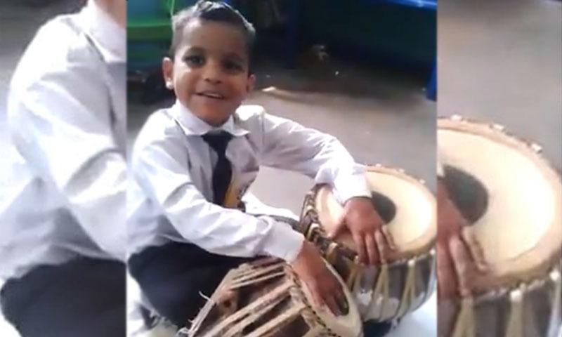 سوشل میڈیا پر صارفین اس بچے کے ٹیلنٹ کو خوب پسند کررہے ہیں — فوٹو/ اسکرین شاٹ