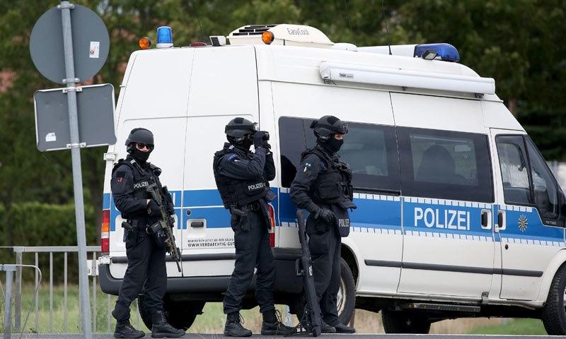 حملے کے بعد پولیس نے علاقے کو گھیرے میں لے لیا — فوٹو: اے ایف پی