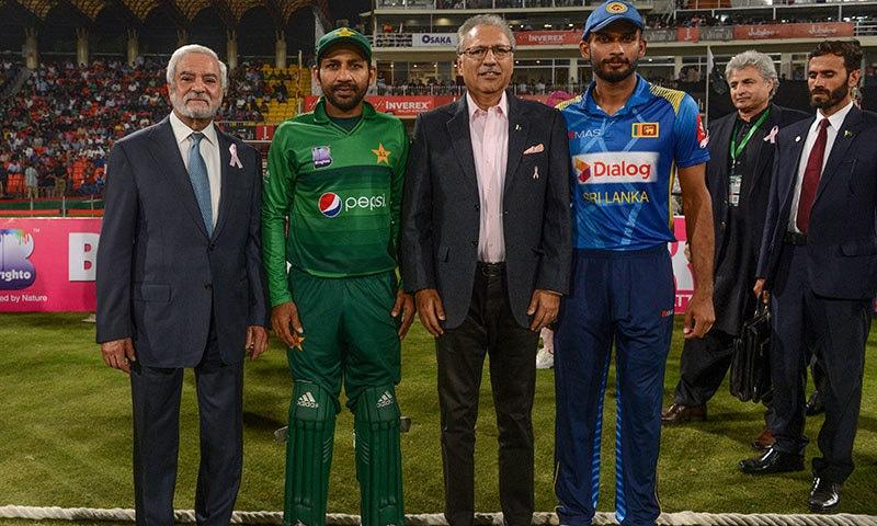 پاکستان اور سری لنکا کے درمیان تیسرے ٹی20 میچ کے مہمان خصوصی صدر پاکستان عارف علوی تھے— فوٹو: اے ایف پی
