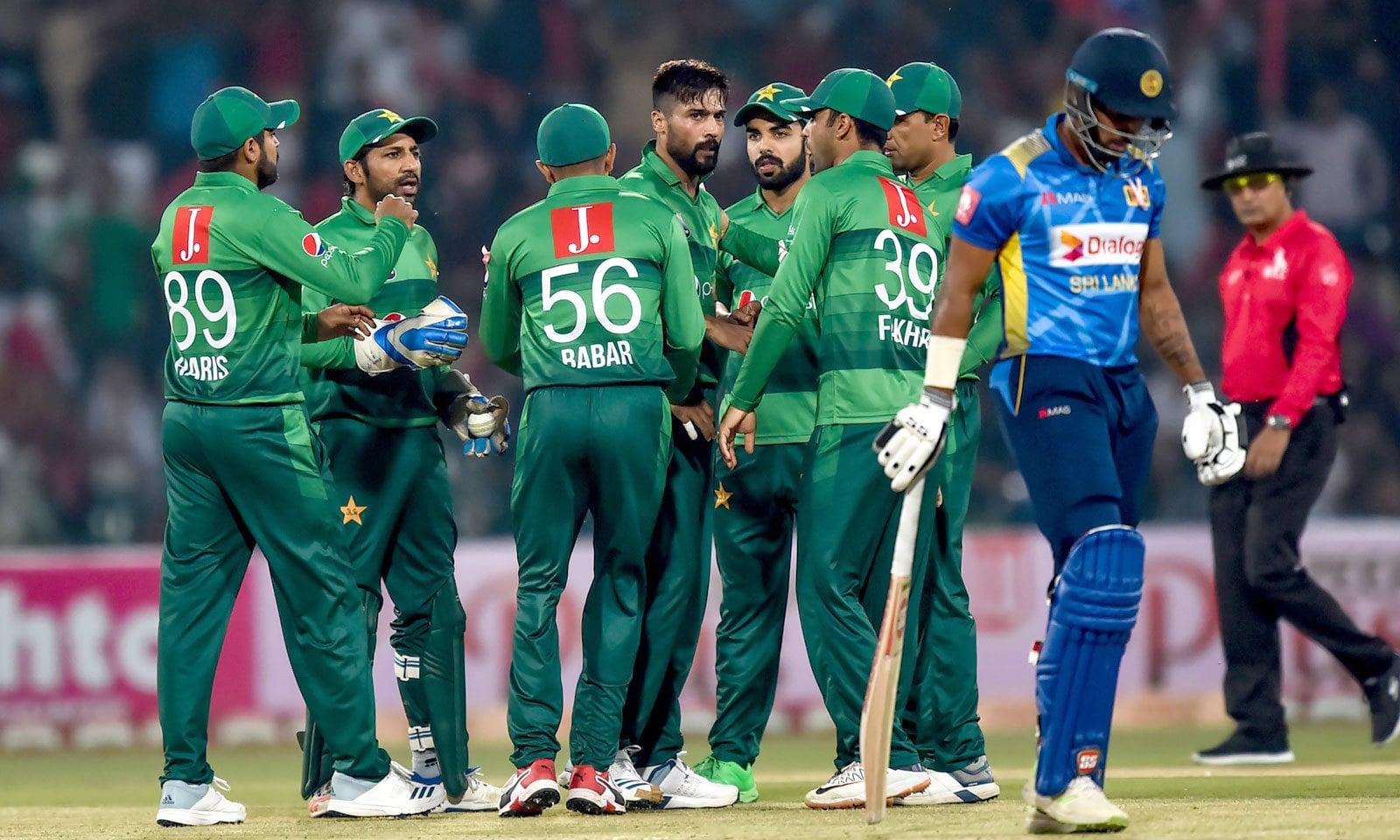 پاکستان کی جانب سے محمد عامر 3 وکٹیں لے کر سب سے کامیاب باؤلر رہے— فوٹو: اے ایف پی