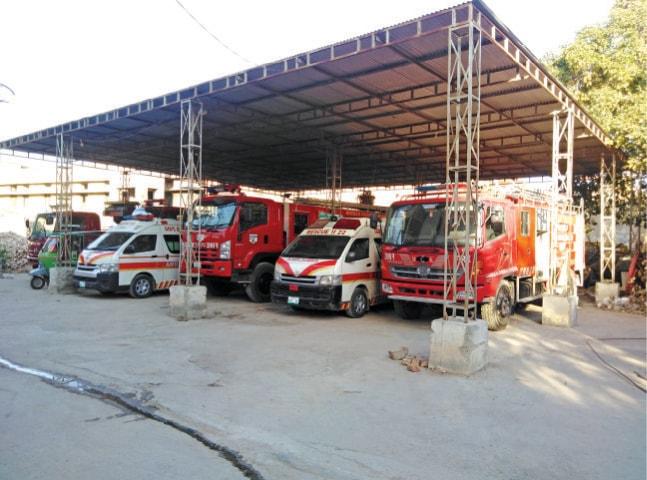 Rescue 1122 vehicles parked on tehsil municipal administration premises as a makeshift arrangement. — Dawn