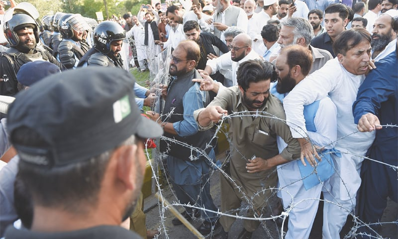 ISLAMABAD: Traders scuffle with police at Serena Chowk during their march towards Federal Board of Revenue headquarters on Wednesday.—Tanveer Shahzad/White Star