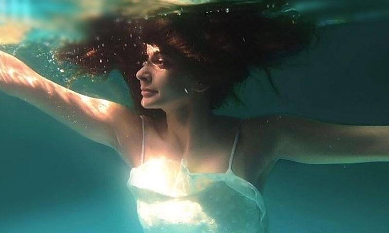 صبا قمر کملی میں مرکزی کردار نبھا رہی ہیں — فوٹو/ اسکرین شاٹ