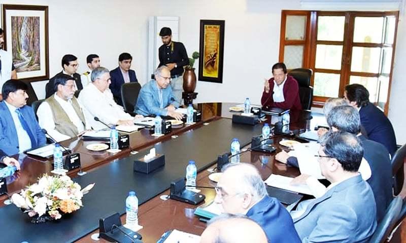 وزیر اعظم عمران خان نے اسلام آباد میں اپنی معاشی اصلاحات کے لیے خصوصی اجلاس کی صدارت کی۔ — فوٹو بشکریہ پی آئی ڈی