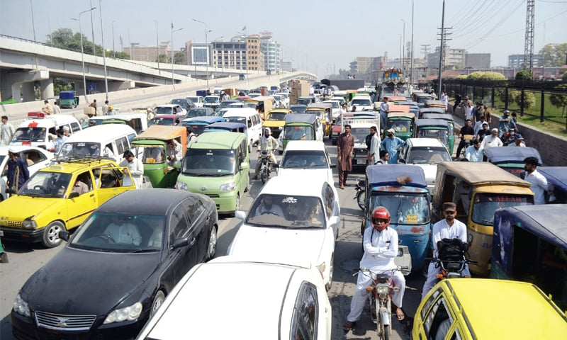 Motorists stuck in a traffic jam on GT Road near Balahisar Fort, Peshawar, on Thursday due to doctors' protest. — White Star