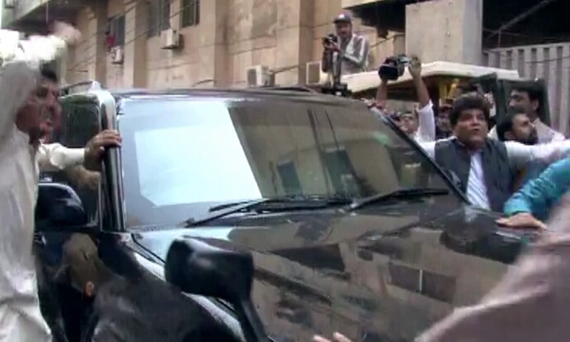 Former Prime Minister Nawaz Sharif being taken to an accountability court in Lahore. — DawnNewsTV