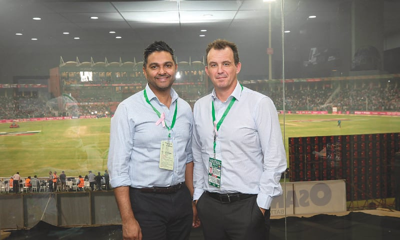 LAHORE: ECB chief executive Tom Harrison (R) and his PCB counterpart Wasim Khan seen at the Gaddafi Stadium during the Pakistan-Sri Lanka T20 match played here this week.