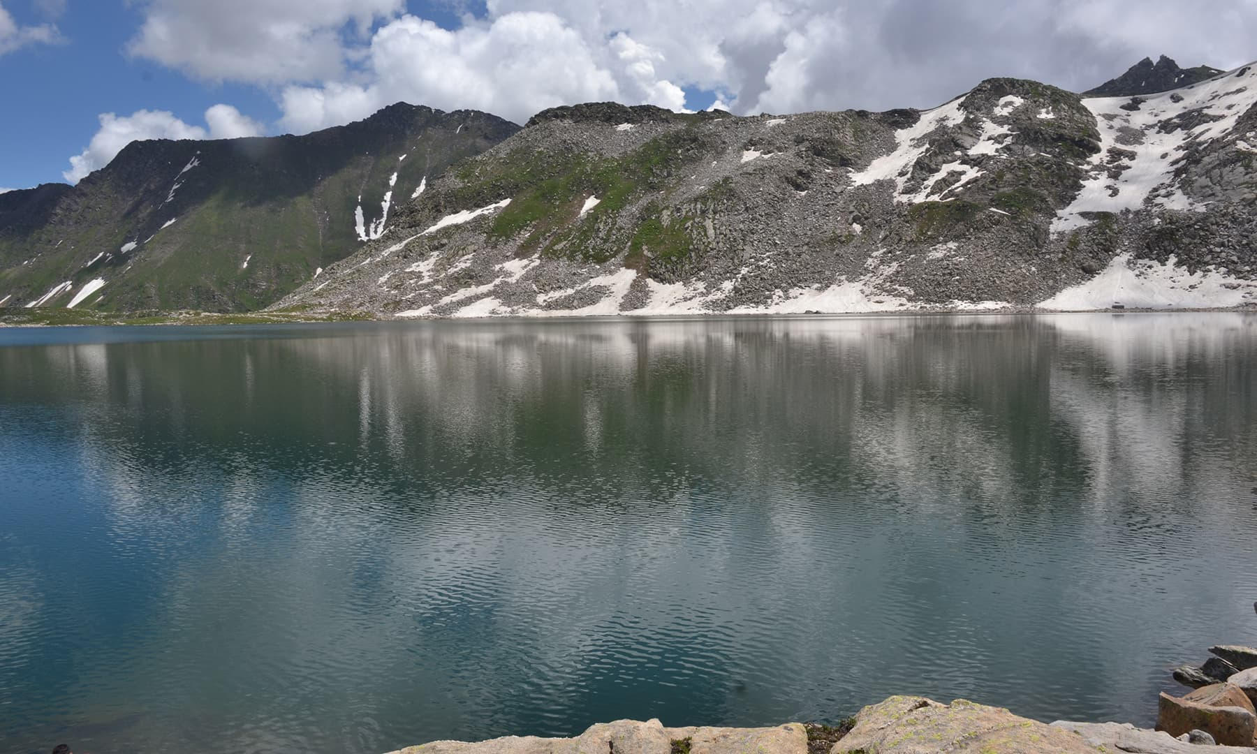 جھیل کا ایک دلفریب منظر—واصل محمود