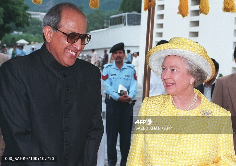 Britain's Queen Elizabeth II (R) and President Farooq Ahmed Leghari share a joke at the presidency before going into a private meeting, in Islamabad, October 7, 1997.