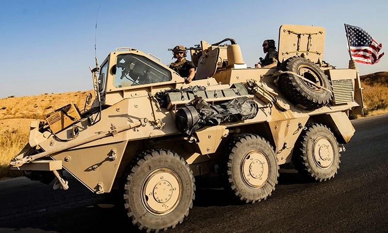 شام کے صوبے حسکہ میں امریکی فوجی اہلکار پیٹرولنگ کر رہے ہیں — فوٹو: اے ایف پی
