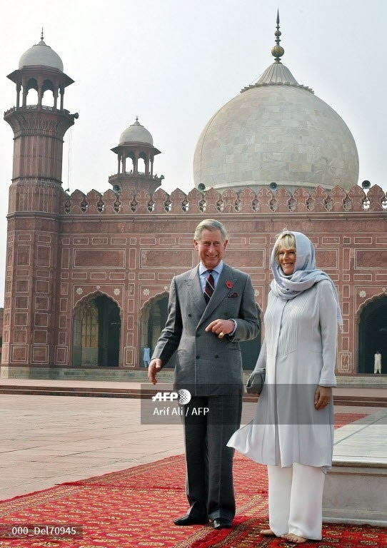 Prince Charles and his wife Camilla visit the historical Badshahi Mosque in Lahore, November 2, 2006.