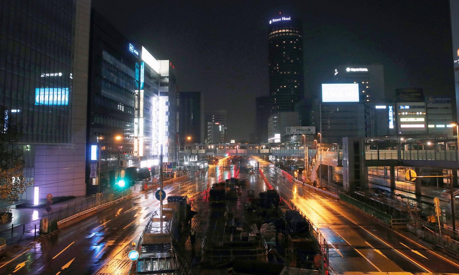 یوکوہاما سے طاقتور طورفان کے ٹکرانے کے بعد شہر کی سڑکیں سنسان نظر آرہی ہیں — فوٹو: رائٹرز