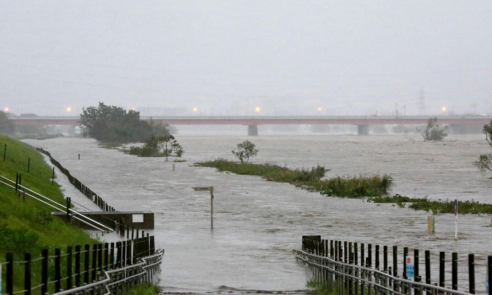 ساحلی علاقوں سے 8 لاکھ افراد کو نقل مکانی کی ہدایت کی گئی ہے — فوٹو: اے ایف پی