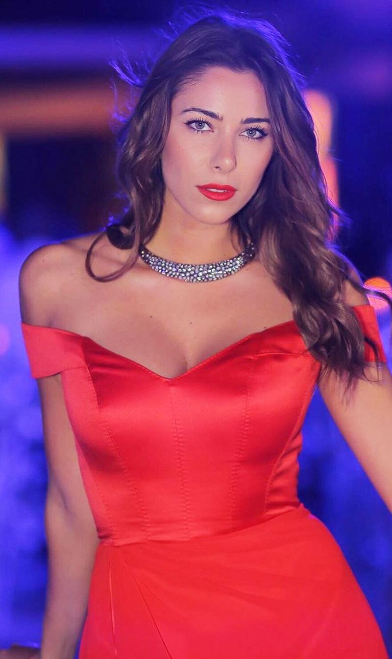 دانیلا راحمے کا شمار لبنان کی بولڈ اداکاراؤں میں ہوتا ہے—فوٹو: انسٹاگرام