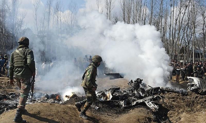 بھارتی فضائیہ کا تباہ ہونے والا ہیلی کاپٹر — فائل فوٹو / اے ایف پی