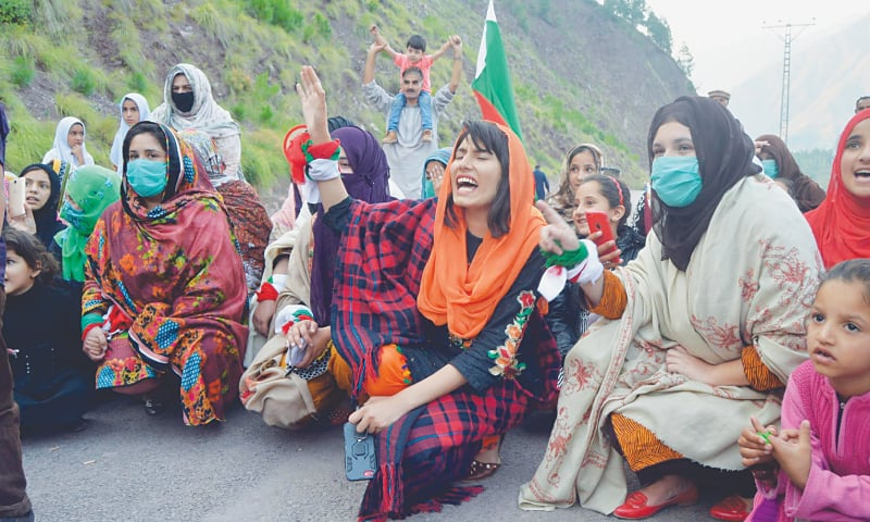 CHANARI: Women activists of the Jammu Kashmir Liberation Front hold a protest against Indian aggression to show solidarity with the people of India-held Kashmir on Monday.—Online