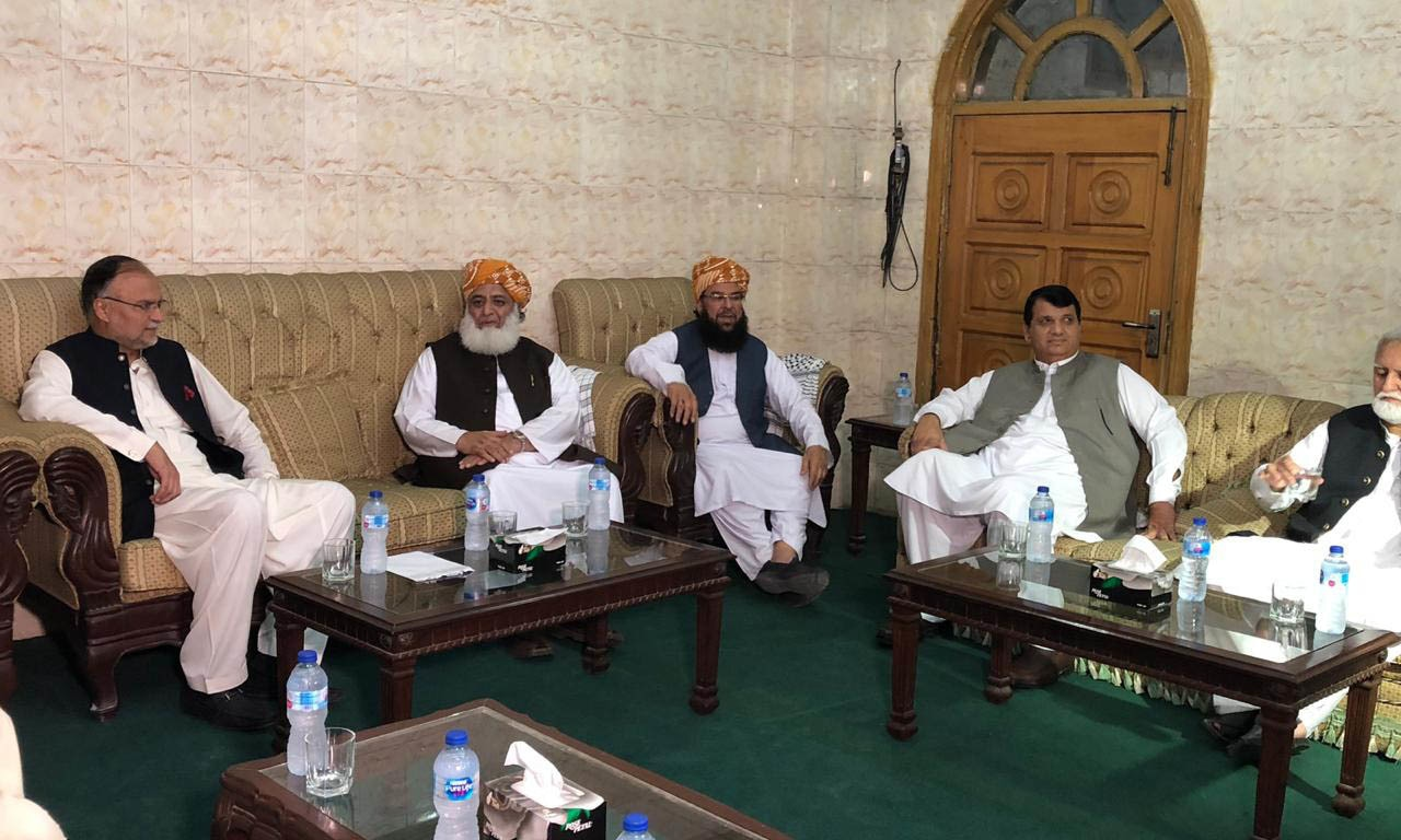 Nudged by Nawaz, party decides to join JUI-F protest