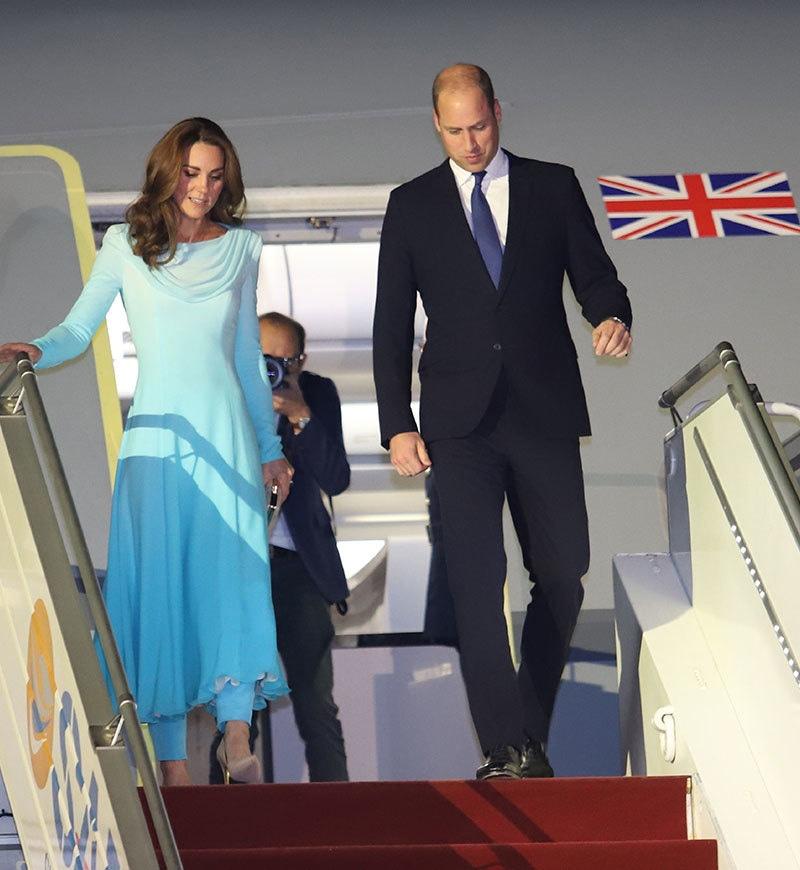 کیٹ مڈلٹن کا یہ لباس برطانوی ڈیزائنر نے تیار کیا—فوٹو: اے ایف پی