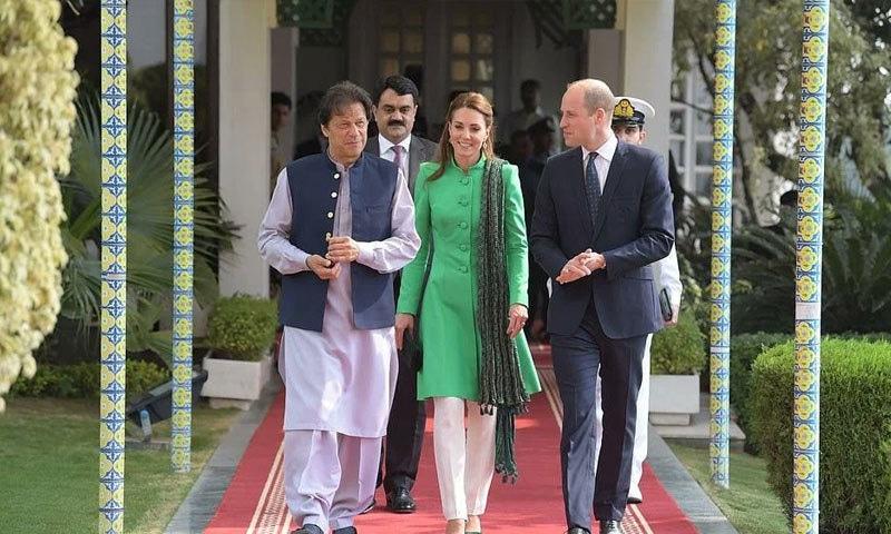 کیٹ مڈلٹن کے قومی جھنڈے سے مشابہہ لباس کو بھی پسند کیا گیا—فوٹو: حکومت پاکستان ٹوئٹر