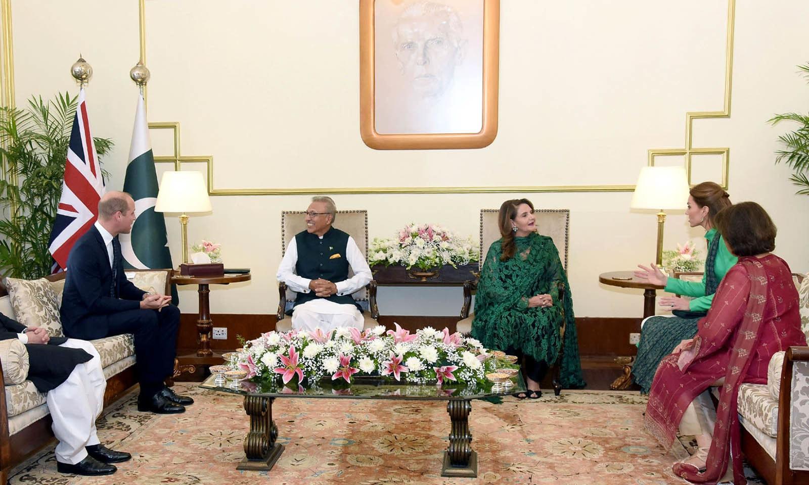 شاہی جوڑے نے ایوان صدر میں صدر مملکت عارف علوی اور ان کی اہلیہ سے بھی ملاقاتی کی — فوٹو: پی آئی ڈی