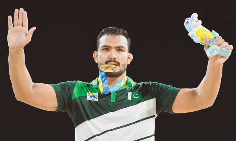 MOHAMMAD Inam poses with his gold medal.—Xinhua/INP