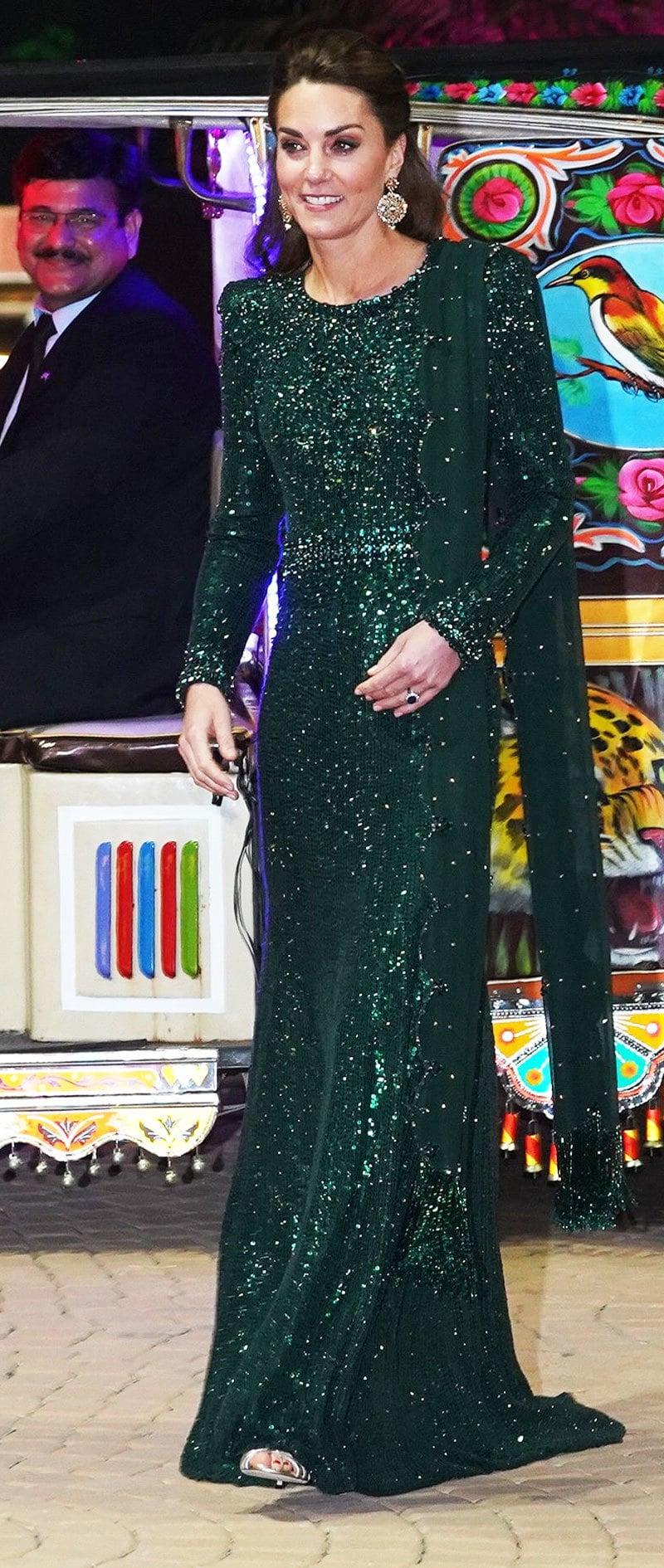 شہزادی مڈلٹن نے زیادہ تر پاکستان کے قومی پرچم کے رنگ سے مشابہہ رنگ کے لباس پہنے—فوٹو: ٹوئٹر