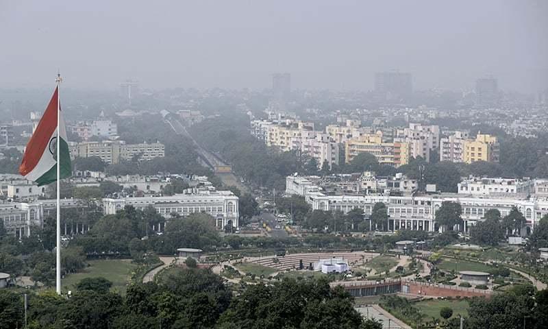 بھارت میں دنیا کے 14 سب سے زیادہ آلودہ شہر موجود ہیں جن میں نئی دہلی چھٹے نمبر پر آتا ہے — فوٹو: اے پی