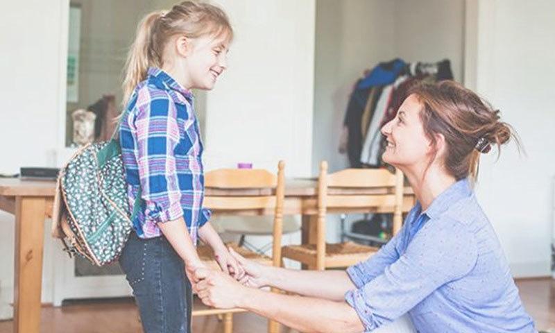 والدین اپنے عمل سے بھی بچوں کو منفرد بنا سکتے ہیں—فوٹو: پیرنٹنگ آئڈیاز