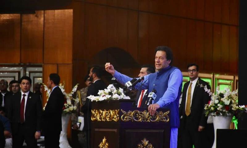 وزیر اعظم کا کہنا ہے کہ پروگرام کے تحت نوجوانوں کو 1 لاکھ روپے تک کے بلا سود قرضے دیے جائیں گے — فوٹو بشکریہ پی ٹی آئی ٹوئٹر اکاؤنٹ