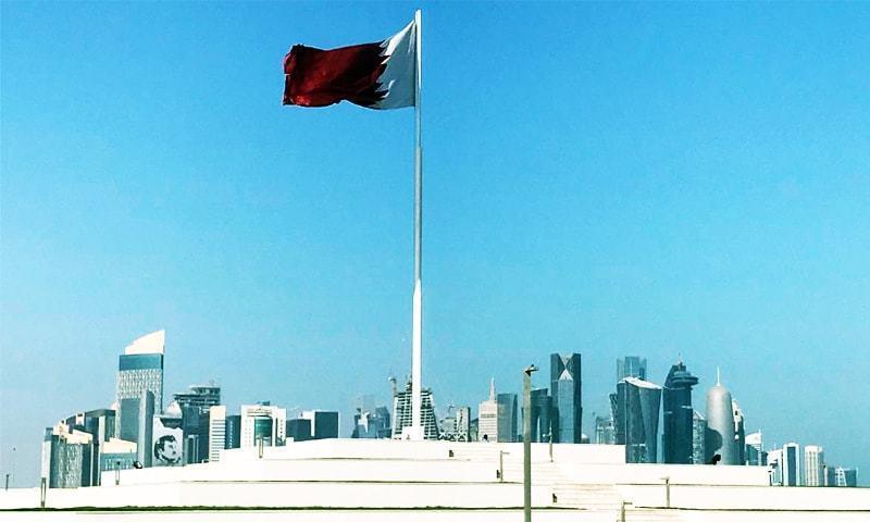 قطر کی کم سے کم اجرت کے حوالے سے نئے قانون کا مسودہ بھی تیار کیا جارہا ہے — فائل فوٹو/رائٹرز