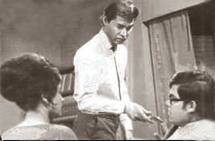 Same scene, different productions: Andaleeb, Iqbal Tareen and Raju Jamil in the original 1969 version