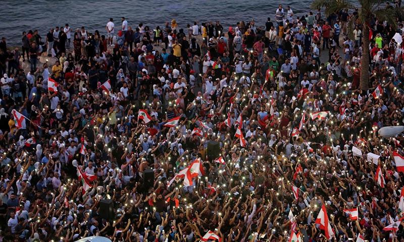 اکتوبر کے وسط سے لبنان میں مظاہرے شروع ہوئے—فوٹو: رائٹرز