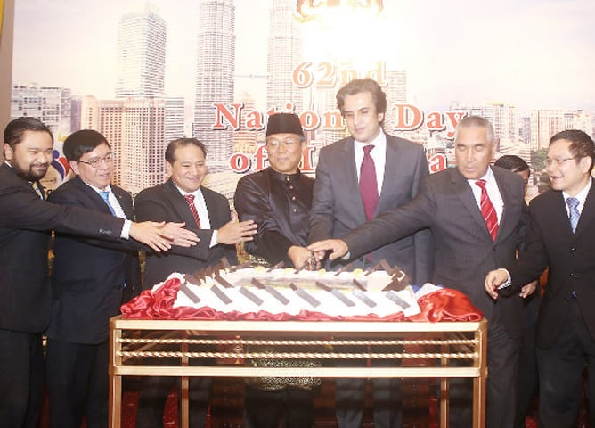 High Commissioner Ikram Mohammad Ibrahim, Federal Minister Khusro Bakhtiar and other dignitaries cut the cake at the Malaysian national day reception in Islamabad.