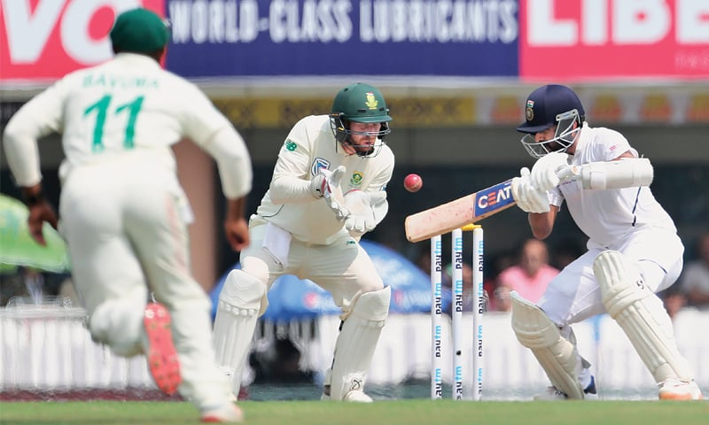 RANCHI: South African wicket-keeper Heinrich Klaasen prepares to take the catch to dismiss Indian batsman Ajinkya Rahane during the third and final Test at the JSCA International Complex on Sunday.—AP