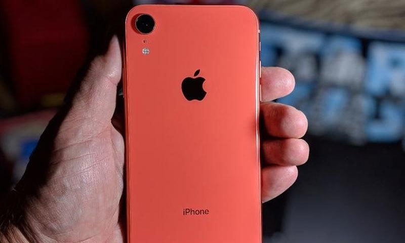 ایپل کا بھارت میں تیار کیا جانے والا آئی فون فروخت کے لیے پیش