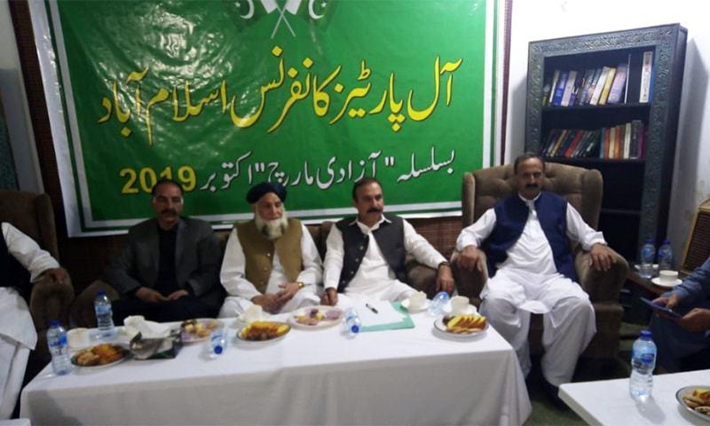 ہم وزیراعظم عمران خان کا استعفی، نئے انتخابات کا مطالبہ کرتے ہیں، مولانا مجید ہزاروی — فوٹو: جاوید حسین