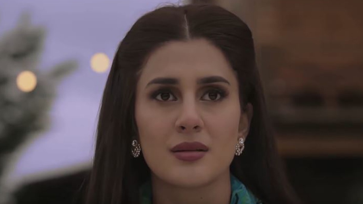 Kubra Khan as Husn-e-Jahan.