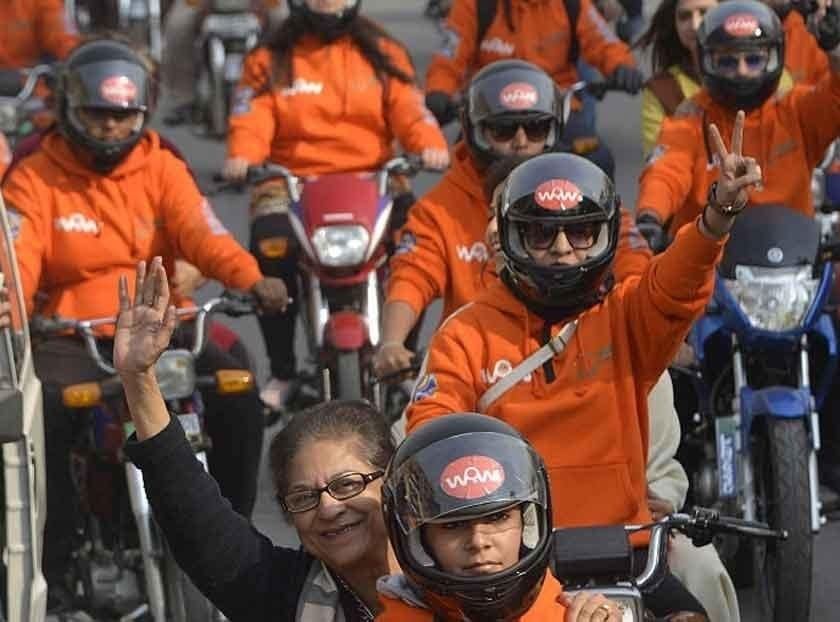 Late human rights activist Asma Jahangir at a January 2016 Women on Wheels rally | Courtesy Salman Sufi