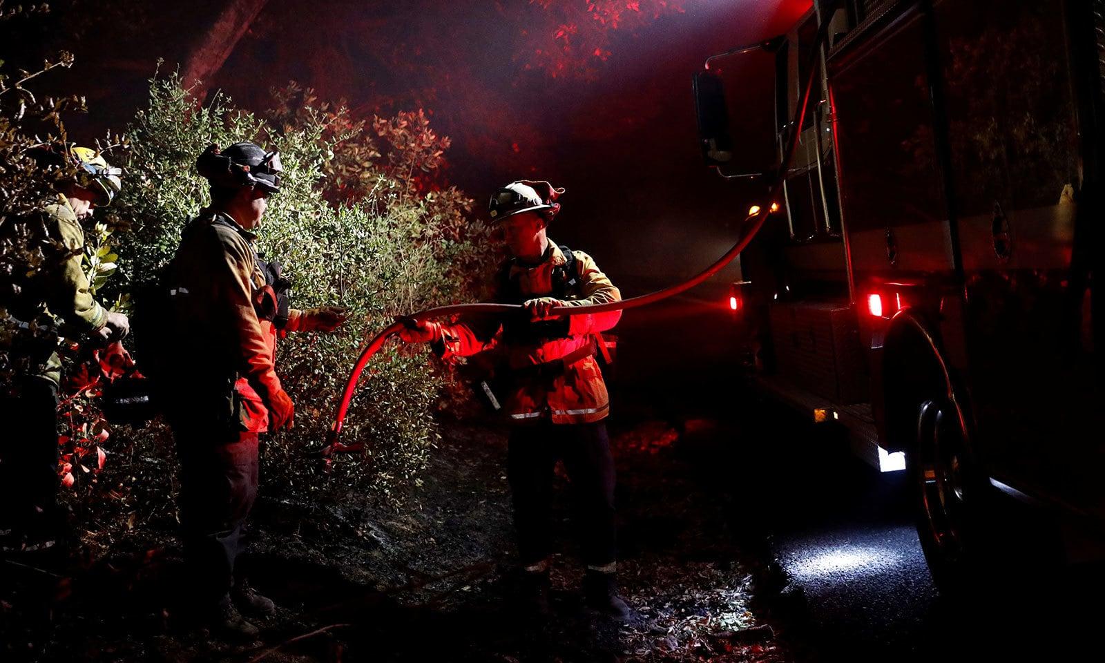 آگ سے کئی مکانات بھی تباہ ہوگئے—فوٹو:رائٹرز