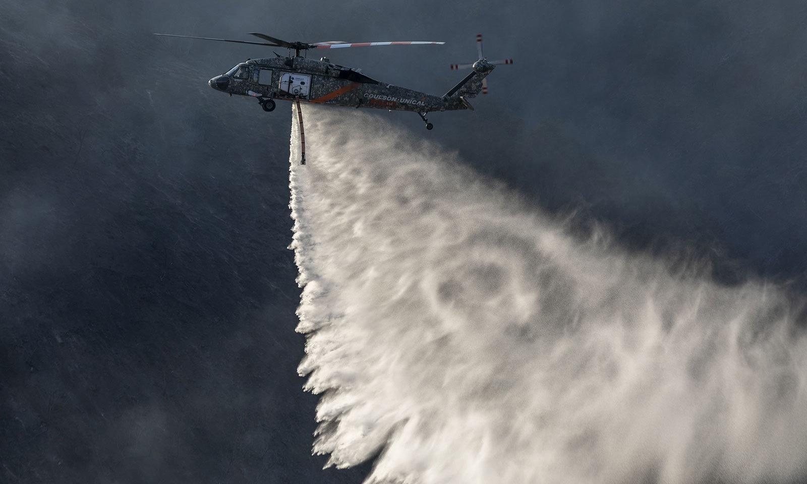 ونڈسر میں لگنے والی آگ نے ایک فارم کو بھی خاکستر کردیا—فوٹو:اے ایف پی