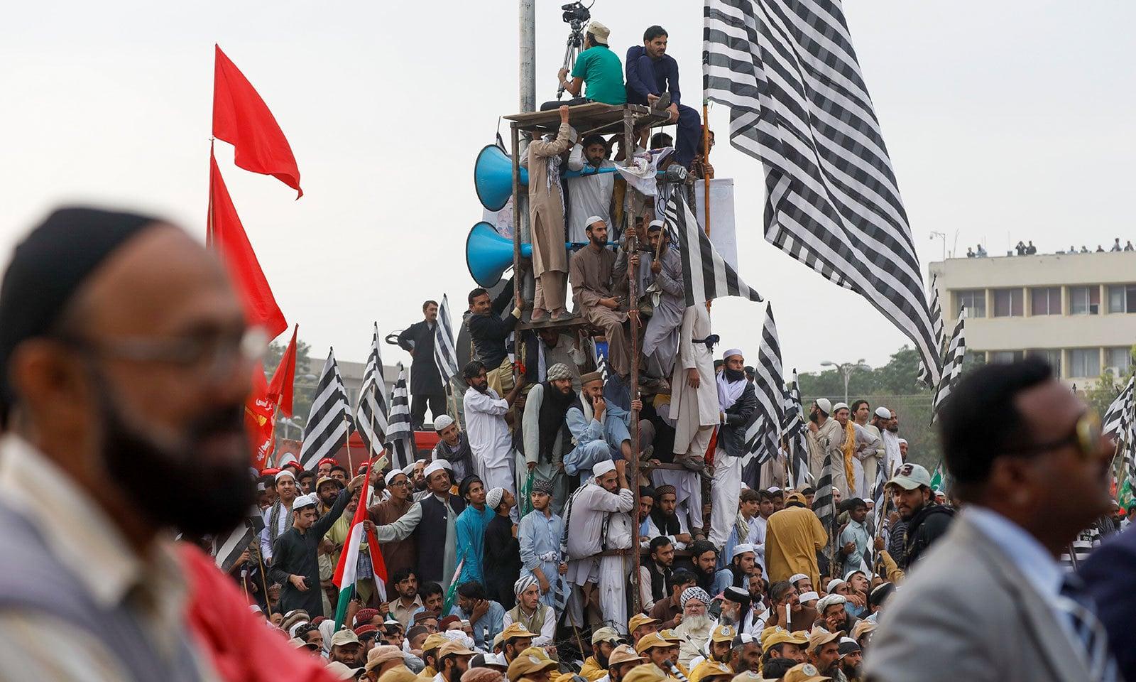 اسلام آباد آزادی مارچ میں اپوزیشن جماعتوں کے کارکن شامل ہیں—فوٹو:رائٹرز