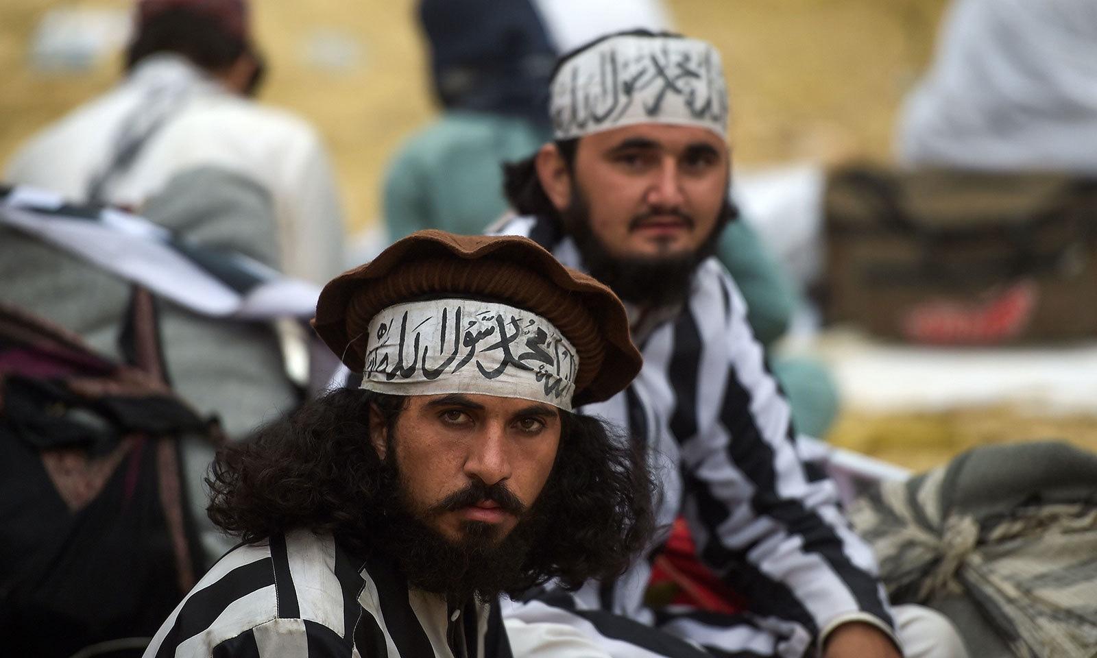 آزادی مارچ میں شرکت کے لیے ملک بھر سے جمعیت علمائے اسلام کے کارکن جمع ہیں—فوٹو:اے ایف پی