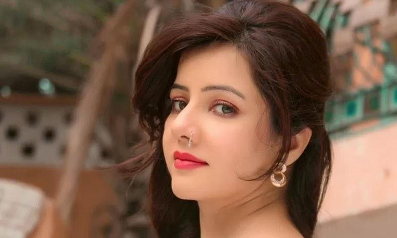 رابی پیرزادہ پاکستان کی نامور گلوکارہ ہیں — فوٹو/ فیس بک
